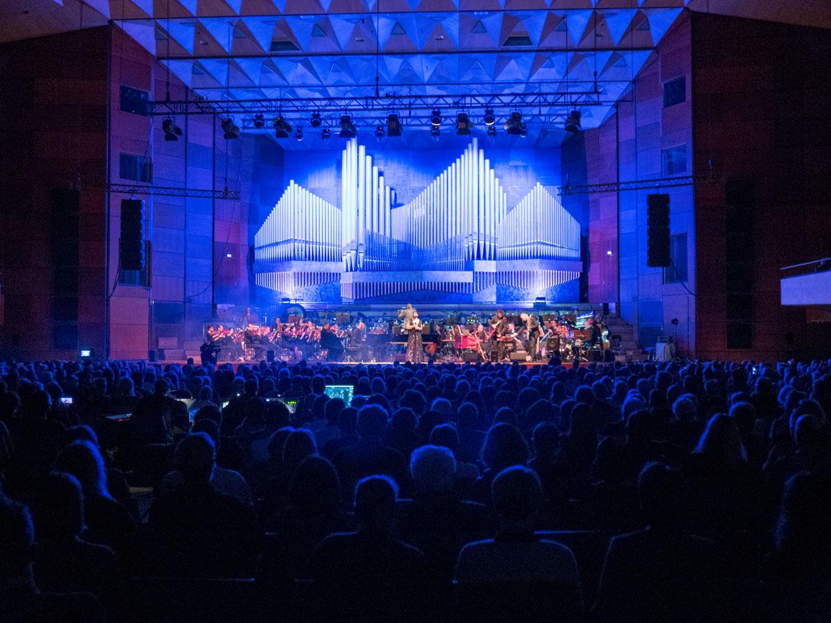 Conchita singt im der Meistersingerhalle Nürnberg
