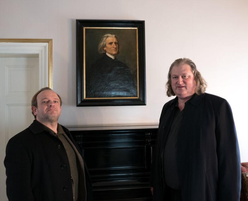 Musiker vom Franz Liszt-Duo besuchen das Wohnhaus ihres Namensgebers