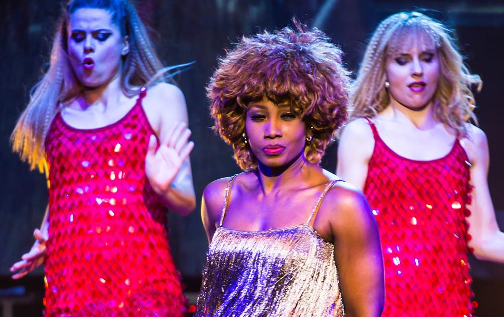 Rocklegende Tina Turner gespielt von Coc Fletcher
