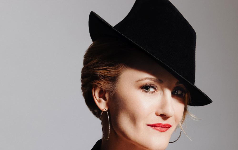 Katharine Mehrling singt in Love with Judy