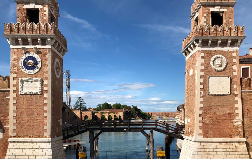 Arsenal (Arsenale) kennzeichnet die Flottenbasis der ehemaligen Republik Venedig