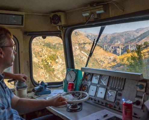 Beeindruckende Führerstandsmitfahrt mit Eisenbahn in Montenegro