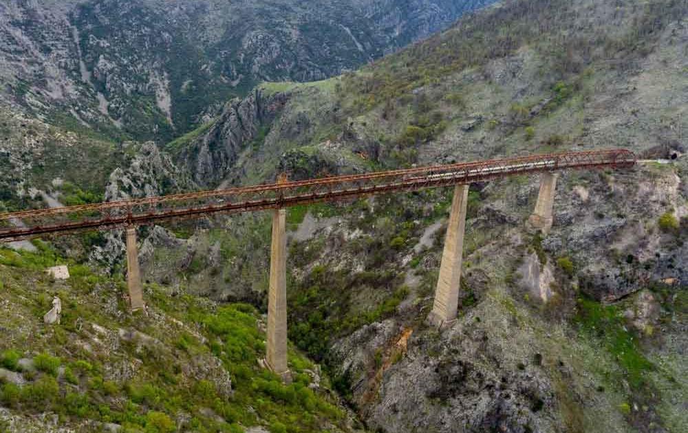 Europas höchstes Eisenbahn-Viadukt in Montenegro
