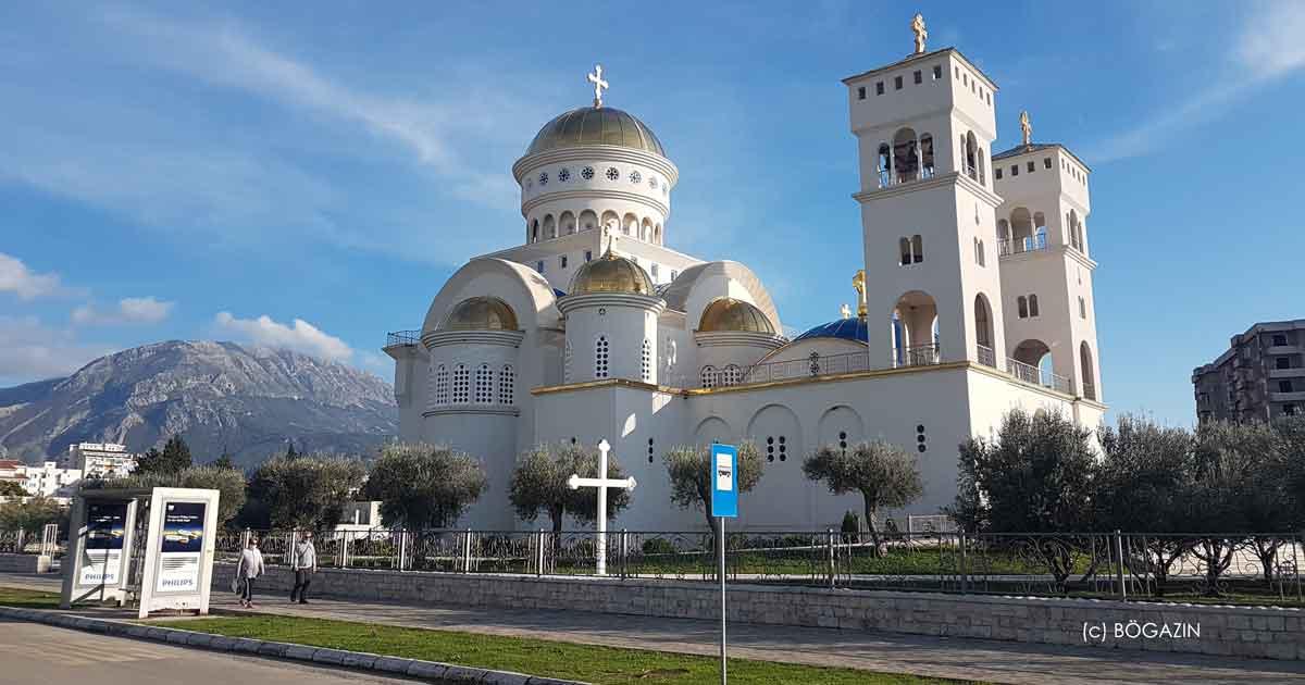 Blick auf die Kathedrale St. Johannes Vladimir in der Stadt Bar