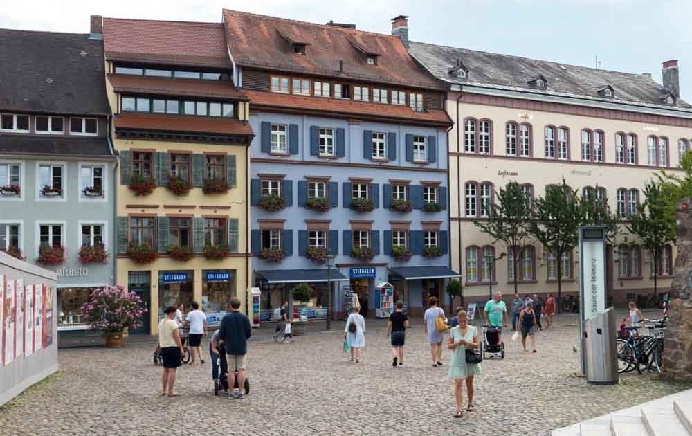 Augustinerplatz ist in Freiburg ein beliebter Treffpunkt