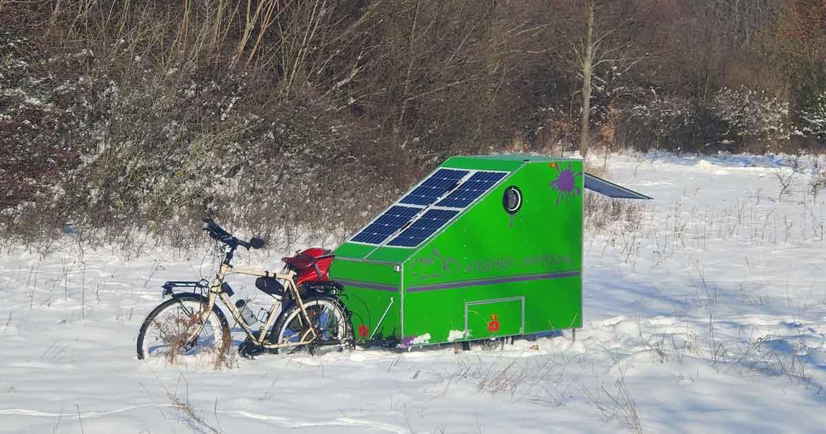 Im Winter mit Fahrrad Wohnwagen reisen