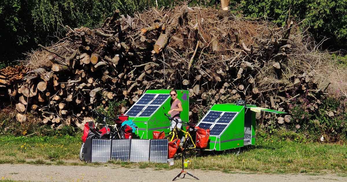 Stromversorgung Fahrradwohnwagen mit Solarpaneel