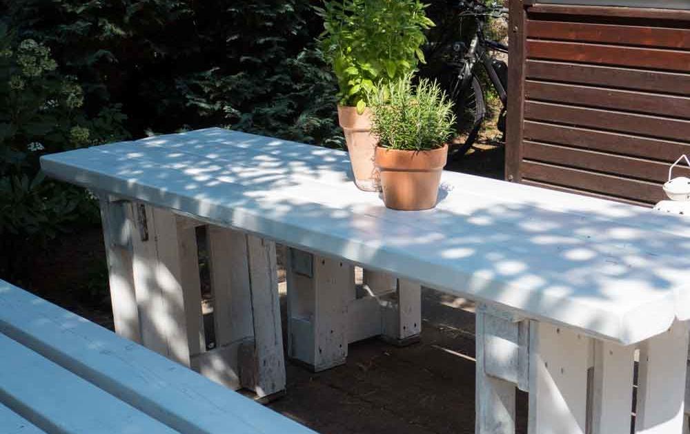 Schöne Gartenmöbel aus Paletten bauen
