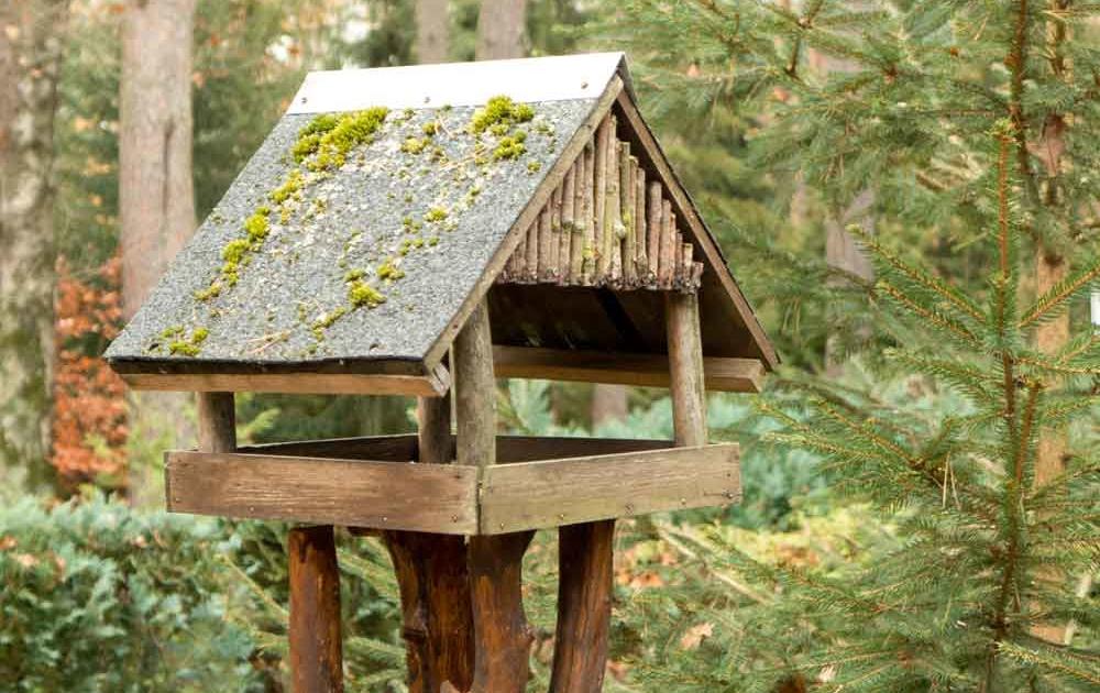 Vogelhäuschen im Garten für den Winter
