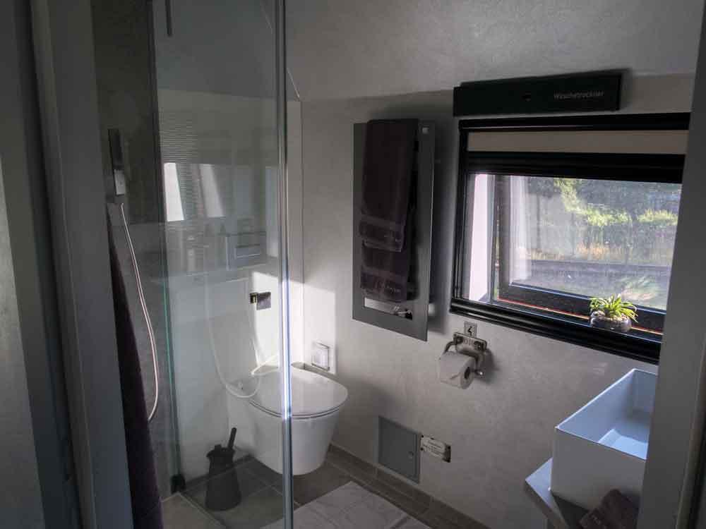 Lokführerzimmer mit Dusche und WC