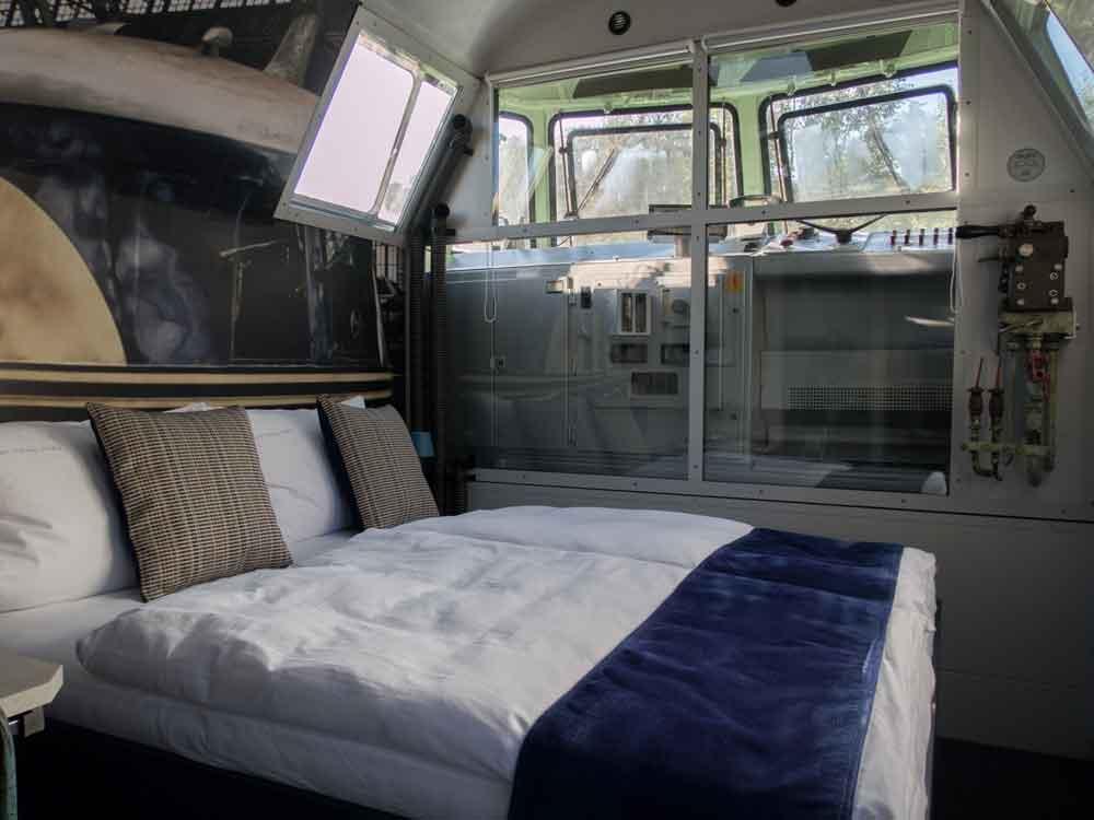 Schlafbereich vom Lokführer-Zimmer des Lok-Hotels